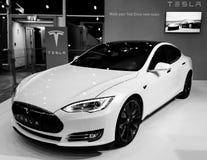 Ηλεκτρικό αυτοκίνητο ασφαλίστρου τέσλα πρότυπο S Στοκ εικόνα με δικαίωμα ελεύθερης χρήσης