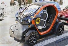 Ηλεκτρικό αυτοκίνητο στο κέντρο πόλεων. Βαρκελώνη. Ισπανία στοκ εικόνες