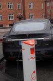 Ηλεκτρικό αυτοκίνητο τέσλα Στοκ Φωτογραφίες
