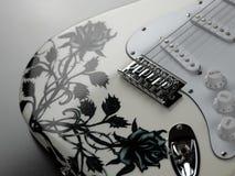 ηλεκτρικό λευκό κιθάρων Στοκ φωτογραφία με δικαίωμα ελεύθερης χρήσης