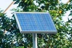 Ηλεκτρικό ηλιακό κύτταρο, ηλιακή ενέργεια, φωτοβολταϊκή επιτροπή στο backgro Στοκ εικόνα με δικαίωμα ελεύθερης χρήσης
