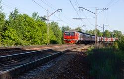 Ηλεκτρικό τραίνο της Μόσχας στη στροφή του σιδηροδρόμου στοκ εικόνες με δικαίωμα ελεύθερης χρήσης