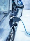 Ηλεκτρικό όχημα που συνδέεται Στοκ φωτογραφία με δικαίωμα ελεύθερης χρήσης