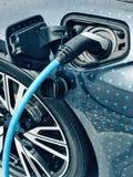 Ηλεκτρικό όχημα που συνδέεται Στοκ Φωτογραφία