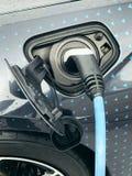 Ηλεκτρικό όχημα που συνδέεται Στοκ Εικόνες
