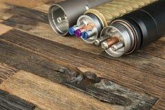 Ηλεκτρονικό τσιγάρο σε ένα ξύλινο υπόβαθρο Στοκ εικόνες με δικαίωμα ελεύθερης χρήσης