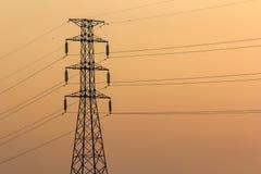 Ηλεκτροφόρα καλώδια στο ηλιοβασίλεμα Στοκ φωτογραφίες με δικαίωμα ελεύθερης χρήσης