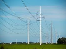Ηλεκτροφόρα καλώδια υψηλής τάσης Στοκ Φωτογραφία