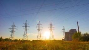 Ηλεκτροφόρο καλώδιο στο ηλιοβασίλεμα, χρόνος-σφάλμα απόθεμα βίντεο