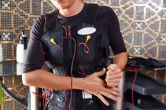 Ηλεκτρο γυναίκα κοστουμιών υποκίνησης EMS Στοκ εικόνα με δικαίωμα ελεύθερης χρήσης