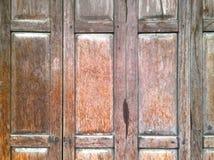 Η εκλεκτής ποιότητας ξύλινη πόρτα Στοκ φωτογραφία με δικαίωμα ελεύθερης χρήσης
