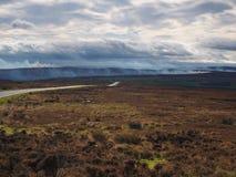 Η ελεγχόμενη καύση της ερείκης το φθινόπωρο δένει Στοκ Εικόνες