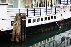 Η δεμένη βάρκα Στοκ φωτογραφίες με δικαίωμα ελεύθερης χρήσης