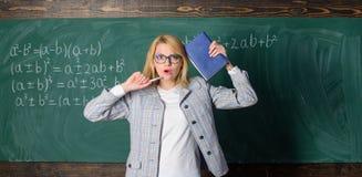 Η εμπνευσμένη εργασία σκληρότερη ή ακολουθεί τον ιδιαίτερο στόχο Μάθετε εμπνέει το δάσκαλο Ενθαρρυντικό κίνητρο σπινθήρων εκπαιδε στοκ φωτογραφίες
