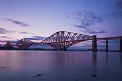 Η εμπρός γέφυρα Εδιμβούργο, Scotl ραγών στοκ φωτογραφίες