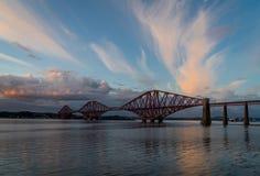 Η εμπρός γέφυρα ραγών που διασχίζει μεταξύ Fife και του Εδιμβούργου, Scotl στοκ εικόνα με δικαίωμα ελεύθερης χρήσης