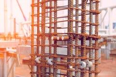 Η ενίσχυση της κατασκευής στηλών buildng, κλείνει επάνω Στοκ Εικόνες