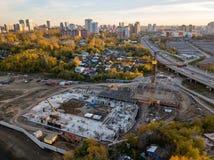 Η εναέρια άποψη ενός εργοτάξιου οικοδομής με έναν μεγάλο αριθμό διαφέρει στοκ φωτογραφίες με δικαίωμα ελεύθερης χρήσης