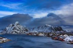 Η εναέρια άποψη τα νησιά στο reine χειμώνα Στοκ Εικόνα