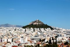 Η εναέρια άποψη της Αθήνας και τοποθετεί Lycabettus από το Hill Areopagus, Αθήνα, Ελλάδα Στοκ Εικόνες