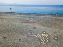 Η εναέρια άποψη της μαύρης παραλίας πετρών, Nonza, γεωμετρικά σχέδια έκανε με τις πέτρες Στοκ Εικόνα