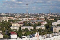 Η εναέρια άποψη του νοτιοανατολικού μέρους του Μινσκ με τα παλαιά σοβιετικά κτήρια και τον πύργο TV του Μινσκ χτίστηκε το 1956 Στοκ Εικόνες