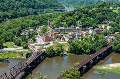 Η εναέρια άποψη του πορθμείου Harpers, δυτική Βιρτζίνια που βλέπει από τα ύψη της Μέρυλαντ αγνοεί Στοκ Φωτογραφίες