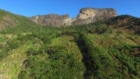 Η εναέρια άποψη ` Pedra do Bau ` και το ` Pedra do Bau ` σύνθετο είναι σχηματισμοί βράχου στα βουνά Mantiqueira Βρίσκονται στο θό φιλμ μικρού μήκους