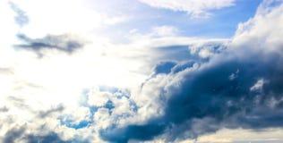 η εναέρια ανασκόπηση καλύπτει την όψη ουρανού Στοκ Εικόνα