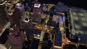 Η εναέρια νύχτα τον Ιούλιο του 2017 του Μίτσιγκαν Ντιτρόιτ 4K εμπνέει 2 απόθεμα βίντεο