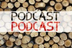 Η εννοιολογική έμπνευση τίτλων κειμένων ανακοίνωσης που παρουσιάζει επιχειρησιακή έννοια Podcast για την έννοια ραδιοφωνικής αναμ Στοκ Φωτογραφίες