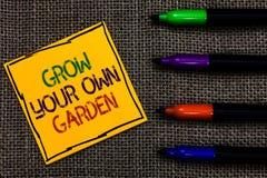Η εννοιολογική παρουσίαση γραψίματος χεριών αυξάνεται τον κήπο σας Η οργανική κηπουρική κειμένων επιχειρησιακών φωτογραφιών συλλέ στοκ εικόνες με δικαίωμα ελεύθερης χρήσης