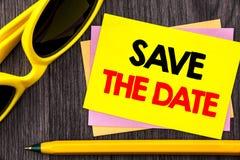 Η εννοιολογική παρουσίαση κειμένων χεριών σώζει την ημερομηνία Υπενθύμιση πρόσκλησης γαμήλιας επετείου επίδειξης επιχειρησιακών φ Στοκ εικόνες με δικαίωμα ελεύθερης χρήσης