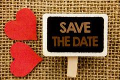 Η εννοιολογική παρουσίαση κειμένων χεριών σώζει την ημερομηνία Υπενθύμιση πρόσκλησης γαμήλιας επετείου επίδειξης επιχειρησιακών φ Στοκ φωτογραφία με δικαίωμα ελεύθερης χρήσης