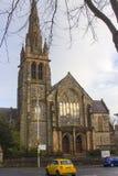 Η εντυπωσιακή Πρεσβυτερική Εκκλησία Fisherwick στο δρόμο Malone στο Μπέλφαστ Βόρεια Ιρλανδία σε ένα υγρό και δροσερό βράδυ άνοιξη Στοκ φωτογραφία με δικαίωμα ελεύθερης χρήσης