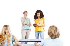 Η εξήγηση σπουδαστών σημειώνει εκτός από το δάσκαλο στην κατηγορία Στοκ Εικόνες