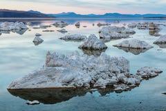 η εξαιρετική λίμνη Καλιφόρνιας του 2008 μονο τοποθετεί τη δύση Στοκ Φωτογραφία