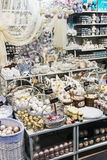 Η εορταστική διακόσμηση επιδεικνύει το κατάστημα Hoff Στοκ Φωτογραφίες