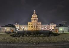 Η επέκταση οικοδόμησης κρατικού Capitol του Τέξας, νύχτα στοκ εικόνες