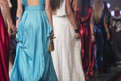 Η επίδειξη μόδας, γεγονός στενών διαδρόμων, διάδρομος παρουσιάζει στοκ εικόνα με δικαίωμα ελεύθερης χρήσης
