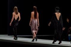 Η επίδειξη μόδας Pierre Cardin στην εβδομάδα μόδας της Μόσχας Με αγάπη για τον πτώση-χειμώνα 2016/2017 της Ρωσίας Στοκ Εικόνες