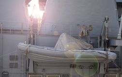 Η επί του σκάφους βάρκα στο θωρηκτό στοκ φωτογραφία