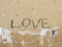 Η επιγραφή στην άμμο για την αγάπη Στοκ εικόνα με δικαίωμα ελεύθερης χρήσης