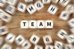 Η επιτυχία ομαδικής εργασίας ομάδας επιτυχής μαζί χωρίζει σε τετράγωνα την επιχειρησιακή έννοια Στοκ Φωτογραφία