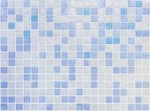 Η επιφάνεια κινηματογραφήσεων σε πρώτο πλάνο κεραμώνει το σχέδιο στα μπλε κεραμίδια στο υπόβαθρο σύστασης τοίχων λουτρών Στοκ εικόνα με δικαίωμα ελεύθερης χρήσης