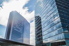 Η επιχείρηση ουρανοξυστών παραθύρων απεικονίζει το γραφείο, εταιρικό κτήριο Στοκ Εικόνες