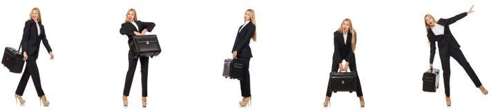 Η επιχειρηματίας με τη βαλίτσα που απομονώνεται στο λευκό στοκ εικόνα
