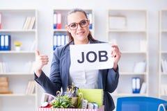 Η επιχειρηματίας που εγκαταλείπει την εργασία της στην αρχή Στοκ Φωτογραφία