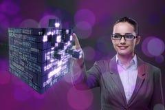 Η επιχειρηματίας στην επιχειρησιακή έννοια με τον κύβο χρηματοδότησης Στοκ Εικόνα