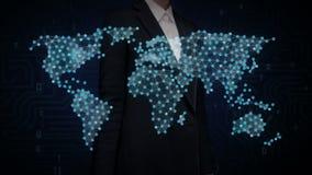 Η επιχειρηματίας σχετικά με τα σημεία συλλέγει για να δημιουργήσει το σφαιρικό παγκόσμιο χάρτη, Διαδίκτυο των πραγμάτων οικονομικ ελεύθερη απεικόνιση δικαιώματος